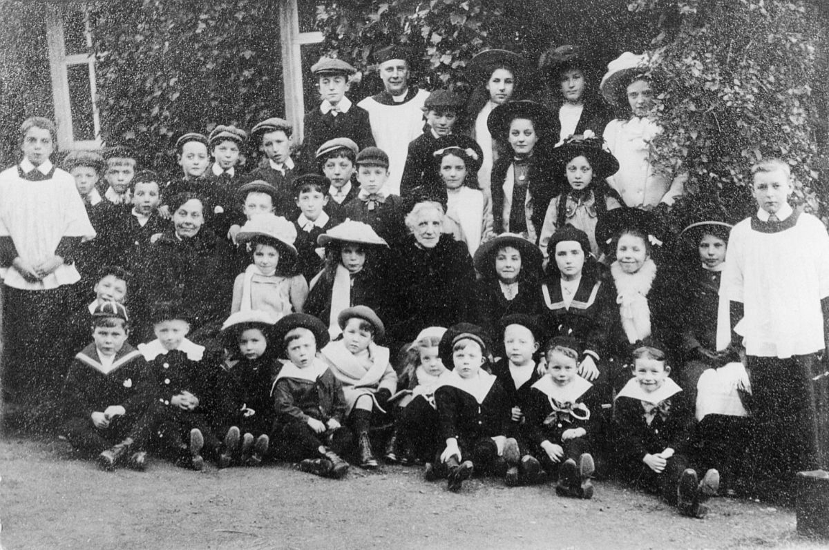 Fig. 7 Hestercombe Sunday School 1908 - Hestercombe Archives